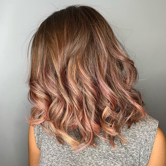 C H O C & R O S E 💗 Brunette with a hue of rose gold, balayageing pieces of gold and pieces of pink. Pink can be a great colour to achieve on blonde hair and it overall a universal colour that suits pretty much everyone.  However it's also the quickest colour to leave the hair and can fade slightly peachy as it leaves the hair but the great thing about pink it that it does leave the hair, so it's has its pro's and its con's. With bank holiday weekend coming up it would be great to rock pink for carnival or any festivals you may be going to.✌️ • • • #fdhair #pinkhair #rosegold #pinkhue #brunette #brunettebalayage #curlyhair #bankholidayweekend #carnival #funhair #creative #creativehair #chocolatehair #pinkhairdontcare #pinkhaircolor #pinkhairstyle #rosegoldhair  #directdye
