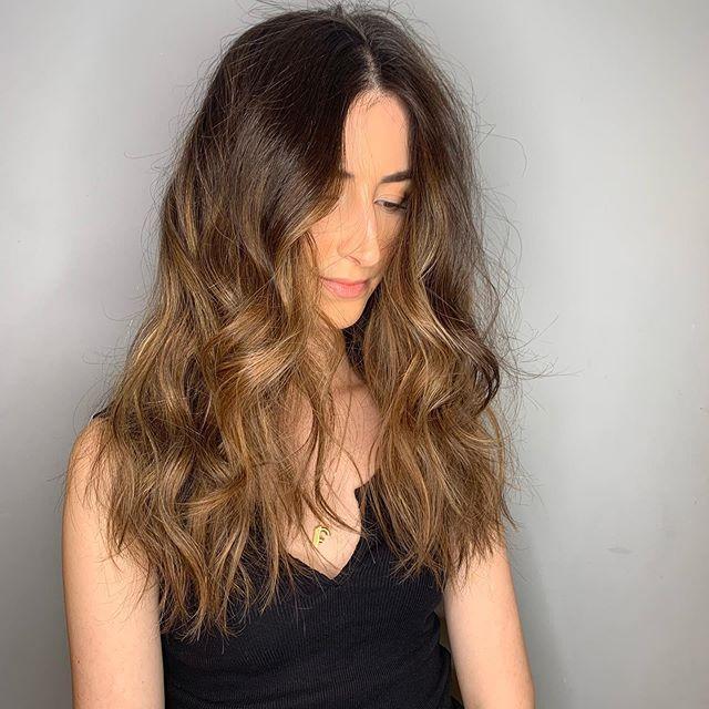 S e c o n d S e s s i o n underneath face framing balayage on brunette hair ❤️ styled also by me. • • • #fdhair #london #brunette #brunettebalayage #newhairwhodis #newyearnewhair #blonde #blondehair #blondebalayage #longhair #shinyhair #happyhair #healthyhair  #goldenhair #shadowroot #balayageombre #undonehair #hairwaves #glamwaves #softwavss #virginhair