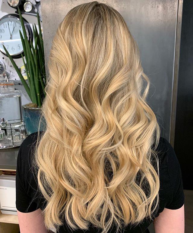 M e r m a i d B l o n d e 🧜🏽♀️ full head of ammonia free Creamy highlights. Styled by Roxana @harishair • • • #fdhair #london #lob #ombrehair ##newhairwhodis #newyearnewhair #blonde #blondehair #blondebalayage #blondebre #shinyhair #happyhair #healthyhair  #goldenhair #shadowroot #balayageombre #undonehair #hairwaves #creamyblonde #longhairdontcare #hairgoals #hairideas #hairporn #haircolor #hairdreams #happyhair #lorealpro #firstdayofautumn