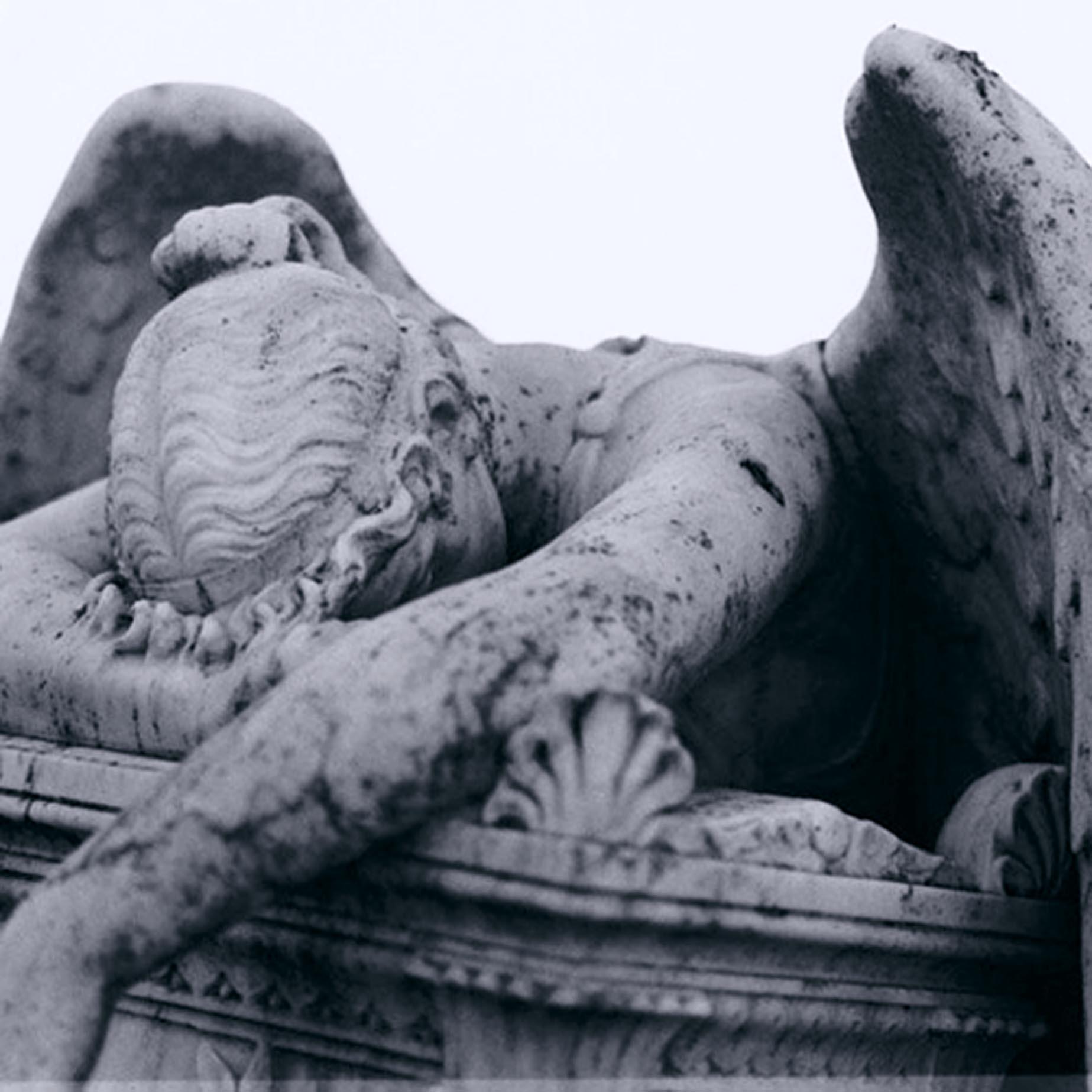 grieving-angel-statue_0.jpg