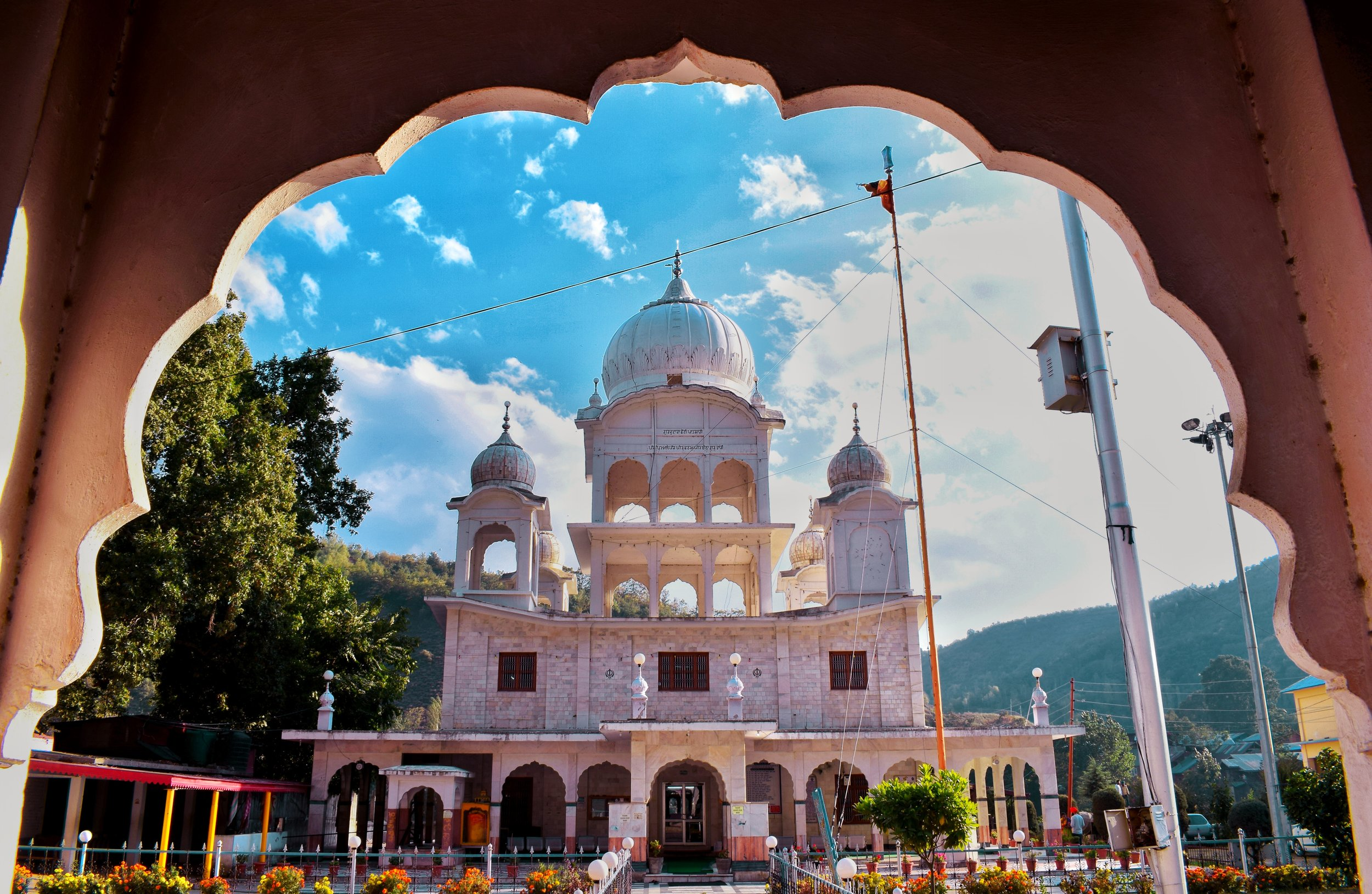 Gurudwara Shri Chatti Patashi Sahib is situated in the hills in Baramulla, Kashmir, on the bank of the river Jhelum. Devoted to Shri Guru Hargobind Singh Ji, thousands of devotes visit the place to offer prayers every year. Photo by Karanjeet Singh.