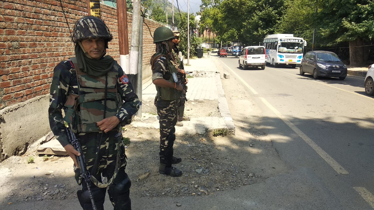 Indian military forces keeping guard in Kashmir after Article 370 was scrapped. Photo by Taha Zahoor.