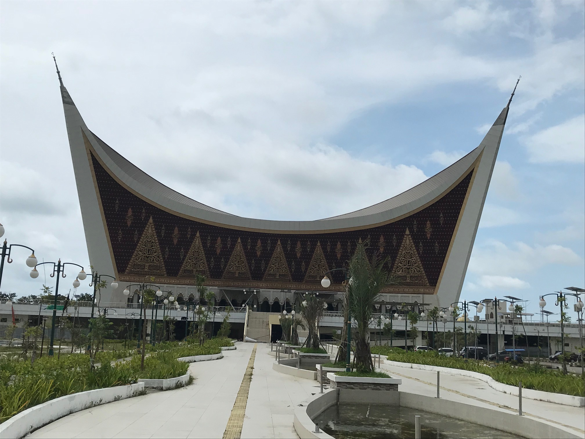 padang The Grand Moque of West Sumatra, in traditional style.jpg