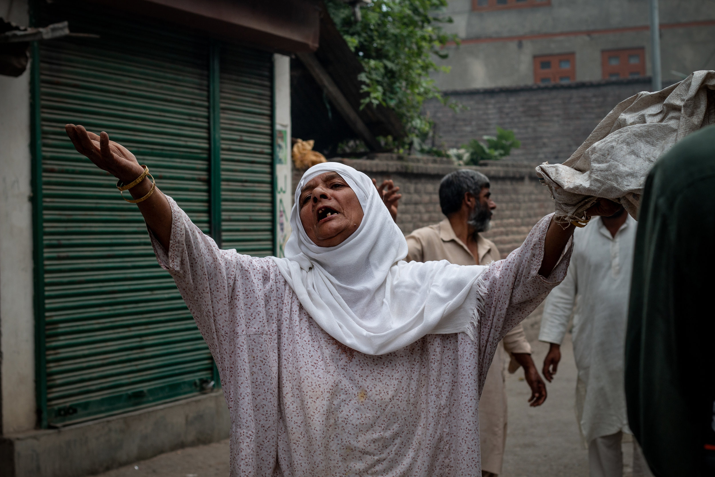 An old woman wailing after she saw young men of her injured by the forces. She was cursing the Indian state for persecuting Kashmiris. Photo by Avinash Giri.