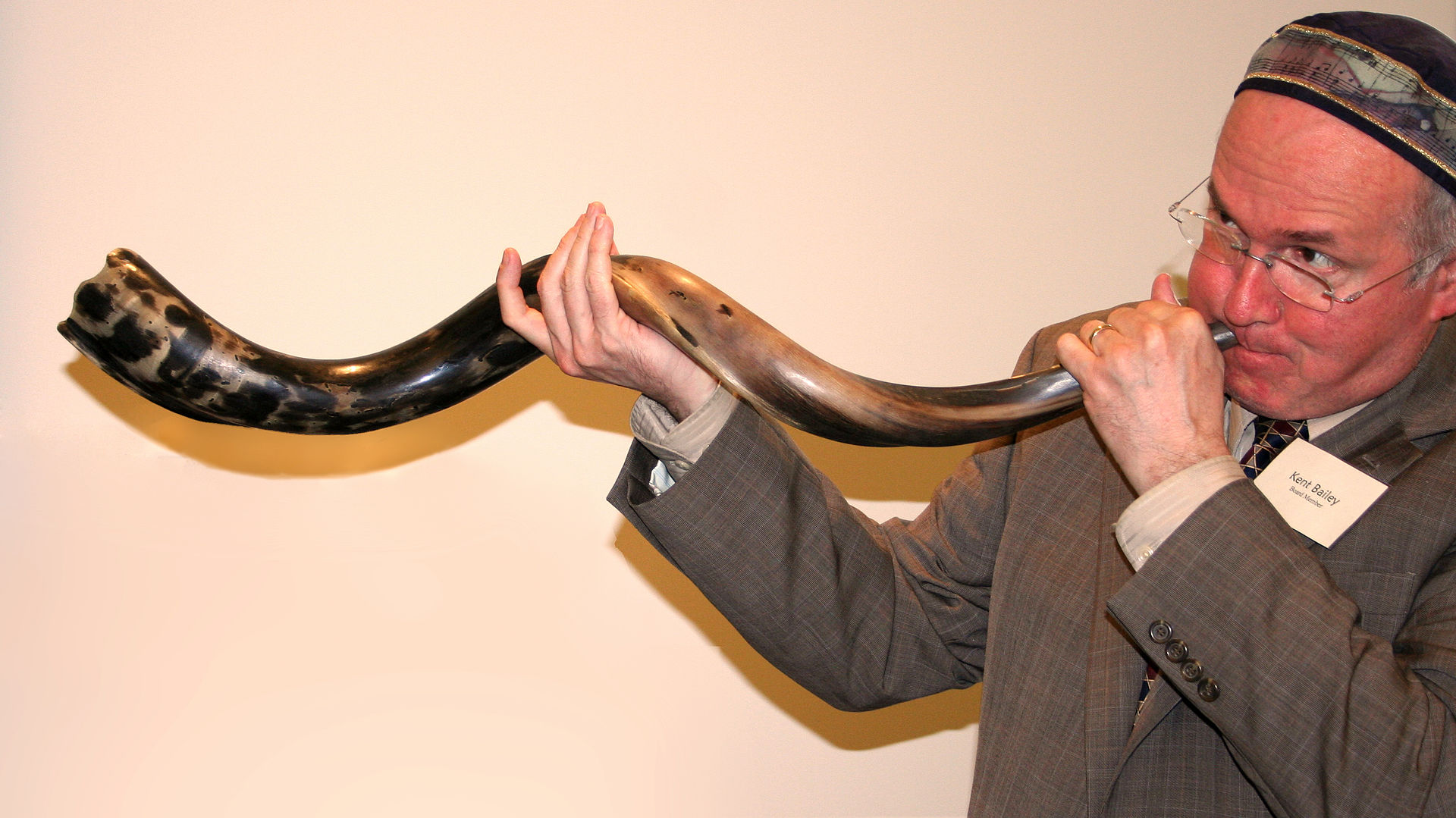 A man demonstrates sounding a shofar at a synagogue in Minnesota. Wikipedia photo.
