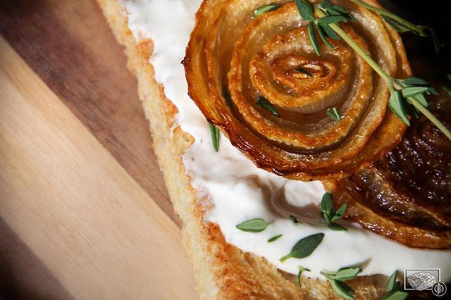 Caramelized onion rosettes with fresh thyme from the garden, ❤️ #ToastTuesday #JessicasBrickOven