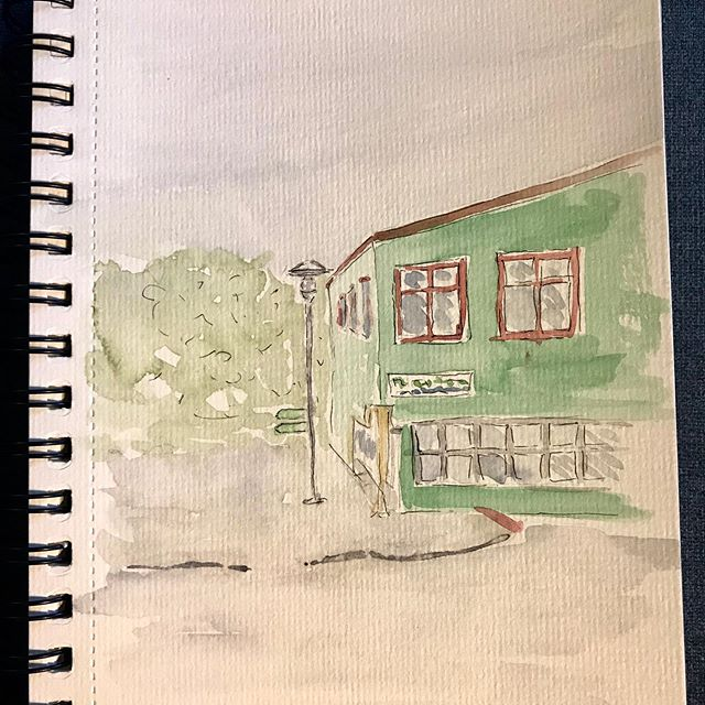 I had a wonderful time at a 2 day work shop with @seattleartistleague City Scapes Class. We went to Freemont and learned about perspective and focus and trying to figure out what to paint.  #seattleartistleague #watercolor #seattlecreative #painteveryday #cityscapepainting #urbansketching