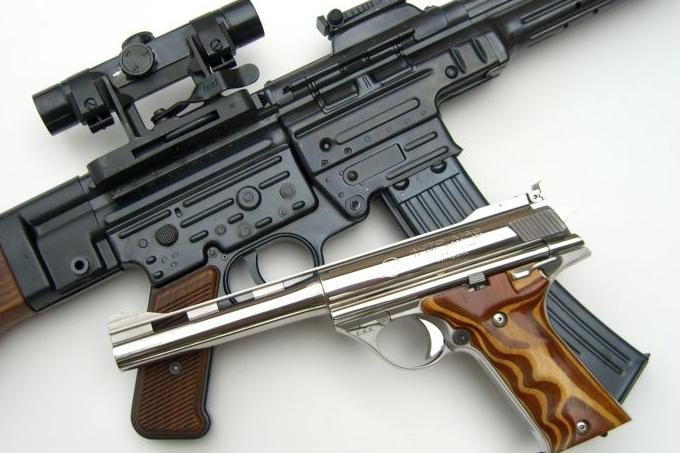 handgun-with-rifle.jpg