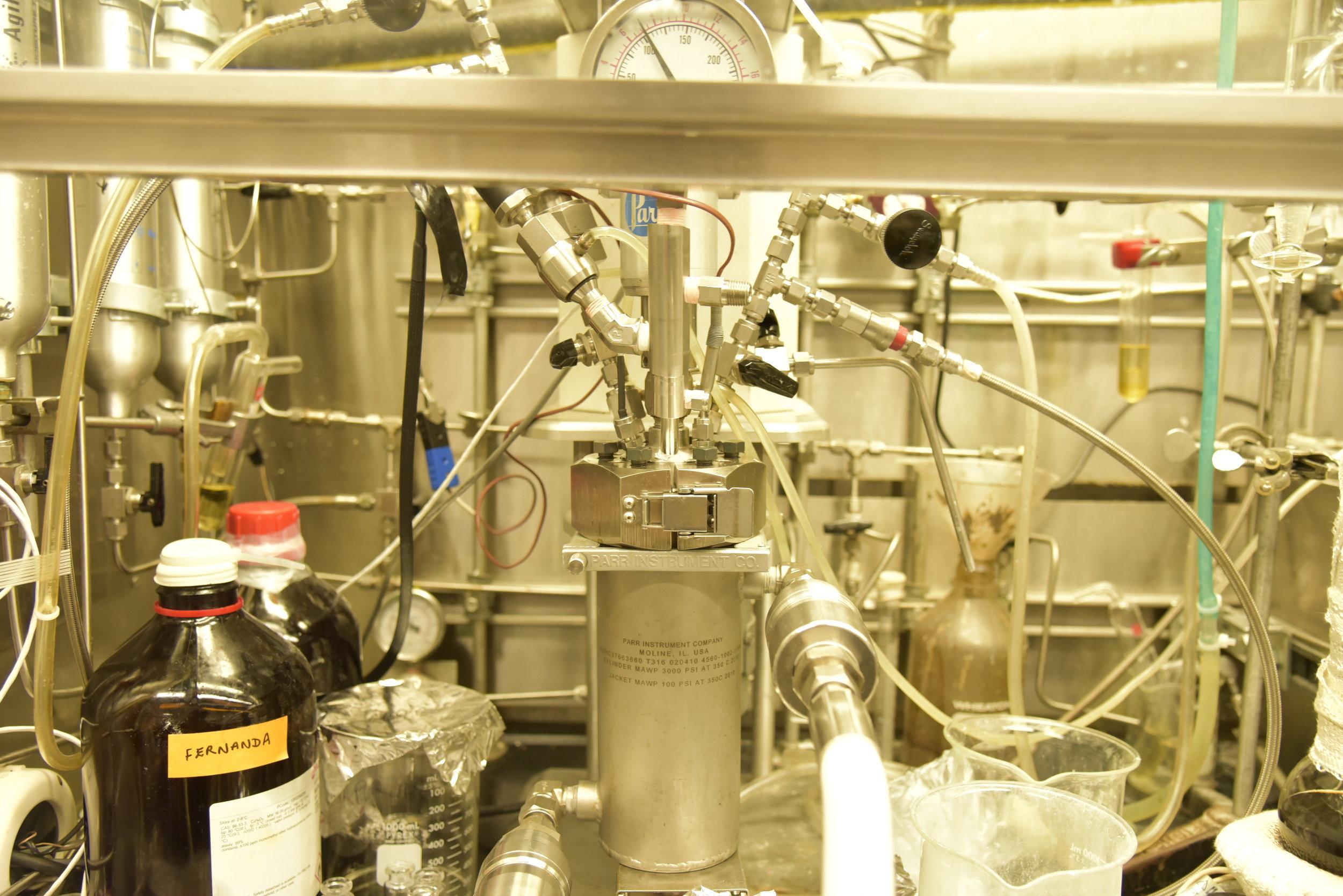 Bench-top mini-reactor 600 mL (Parr Instrument)