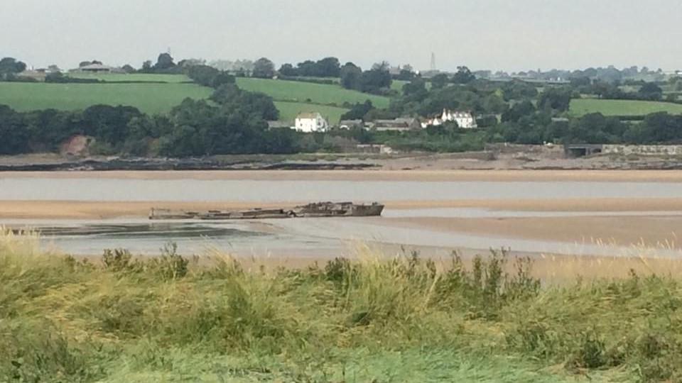 Garmonsway and Cunningham 3g Derelict Barge 2.jpg