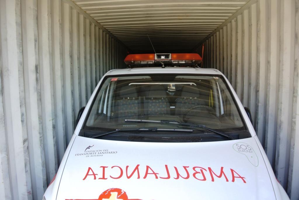 La ambulancia antes del proceso de embarque.JPG
