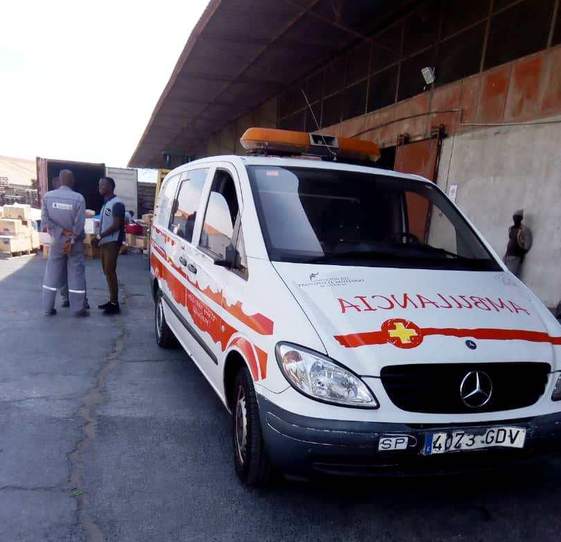 La ambulancia donada por la Fundación del Transporte Sanitario de Asturias en Bujumbura.jpg