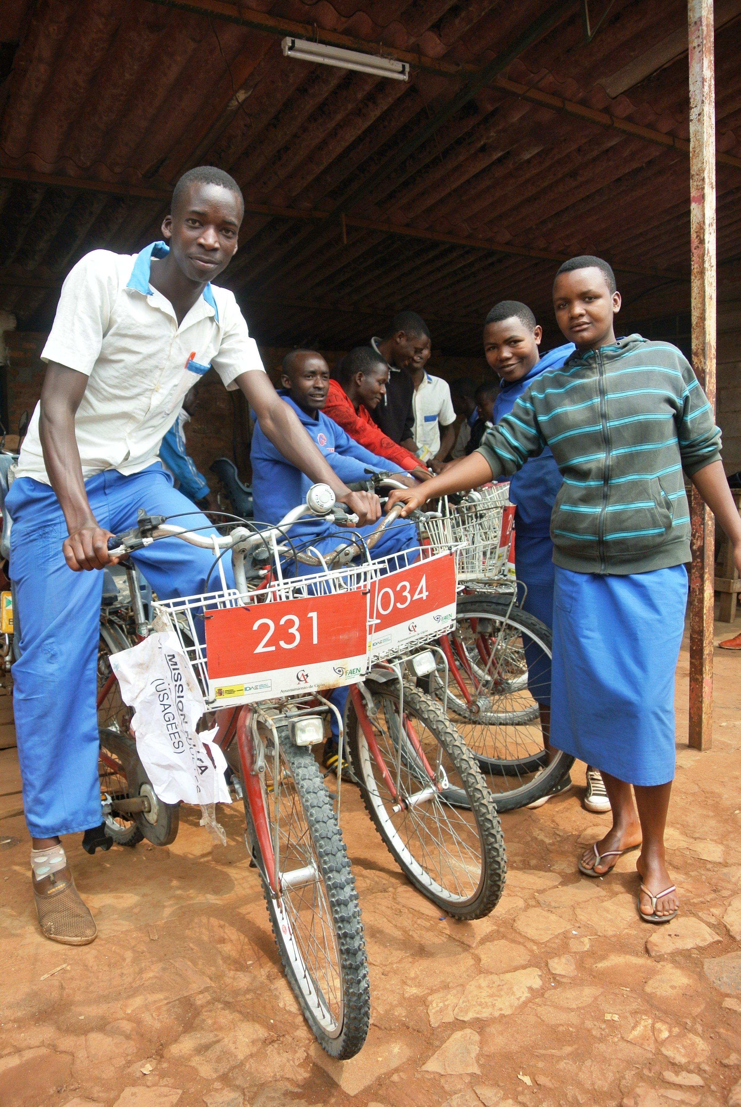Bicicletas donadas por el RGCC tras acordar un segundo uso con la Fundación Asturiana de la Energía y el Ayuntamiento.JPG