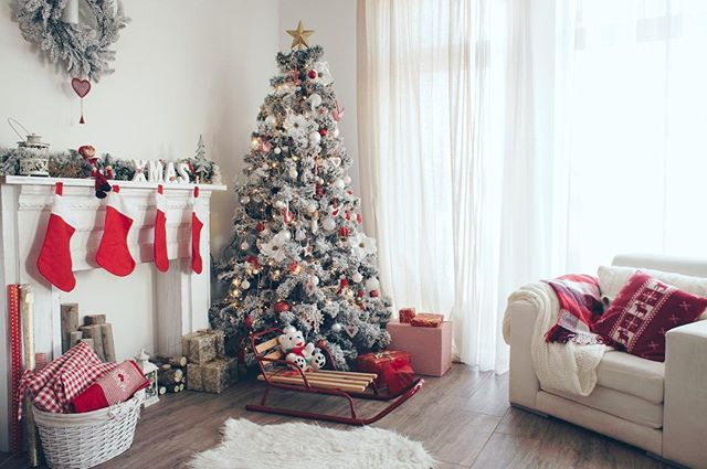 """🎄New Blog post! ☝🏻Link in Bio☝🏻 """"TOP 3 Reasons to Sell Your Home Before Christmas"""" 🎅🏻By taking advantage of the buyer who """"MUST MOVE BEFORE CHRISTMAS!,"""" along with low housing inventory/competition, and a seasonal rise in home sales, you can earn top dollar and negotiate terms that fit your needs, all in a shorter period of time.🎄 #christmas #ocrealestate #YourBakerRanch #BakerRanch #Bakerranchlife #homeforchristmas #newyearseve"""
