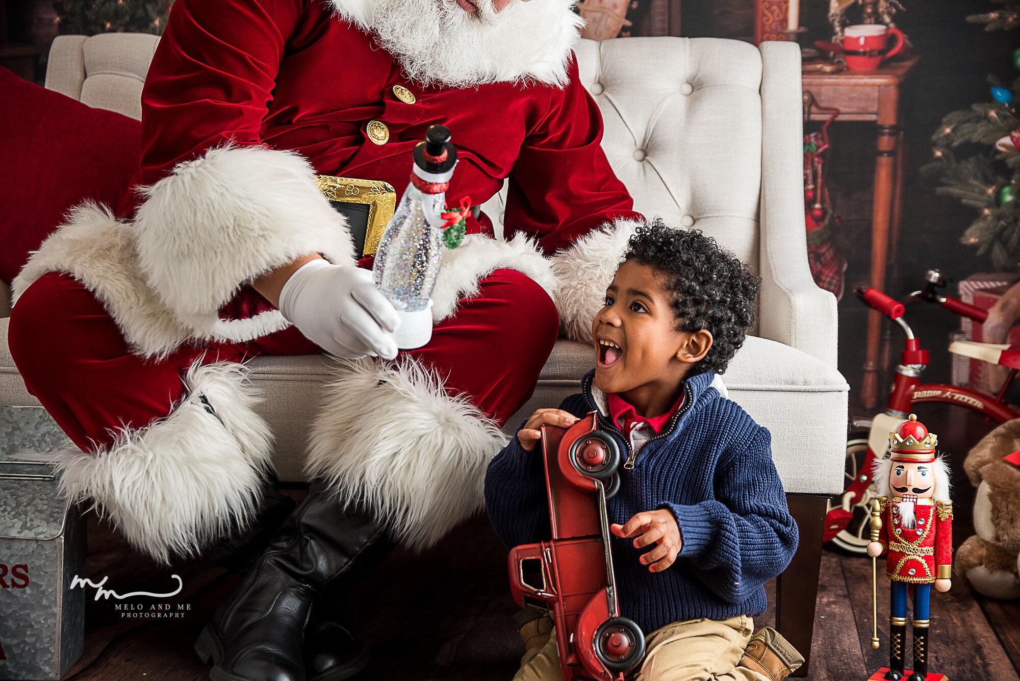 christmas photo sessions, santa experience, santa photo session, portraits, melo and me houston family child photographer, the heights santa