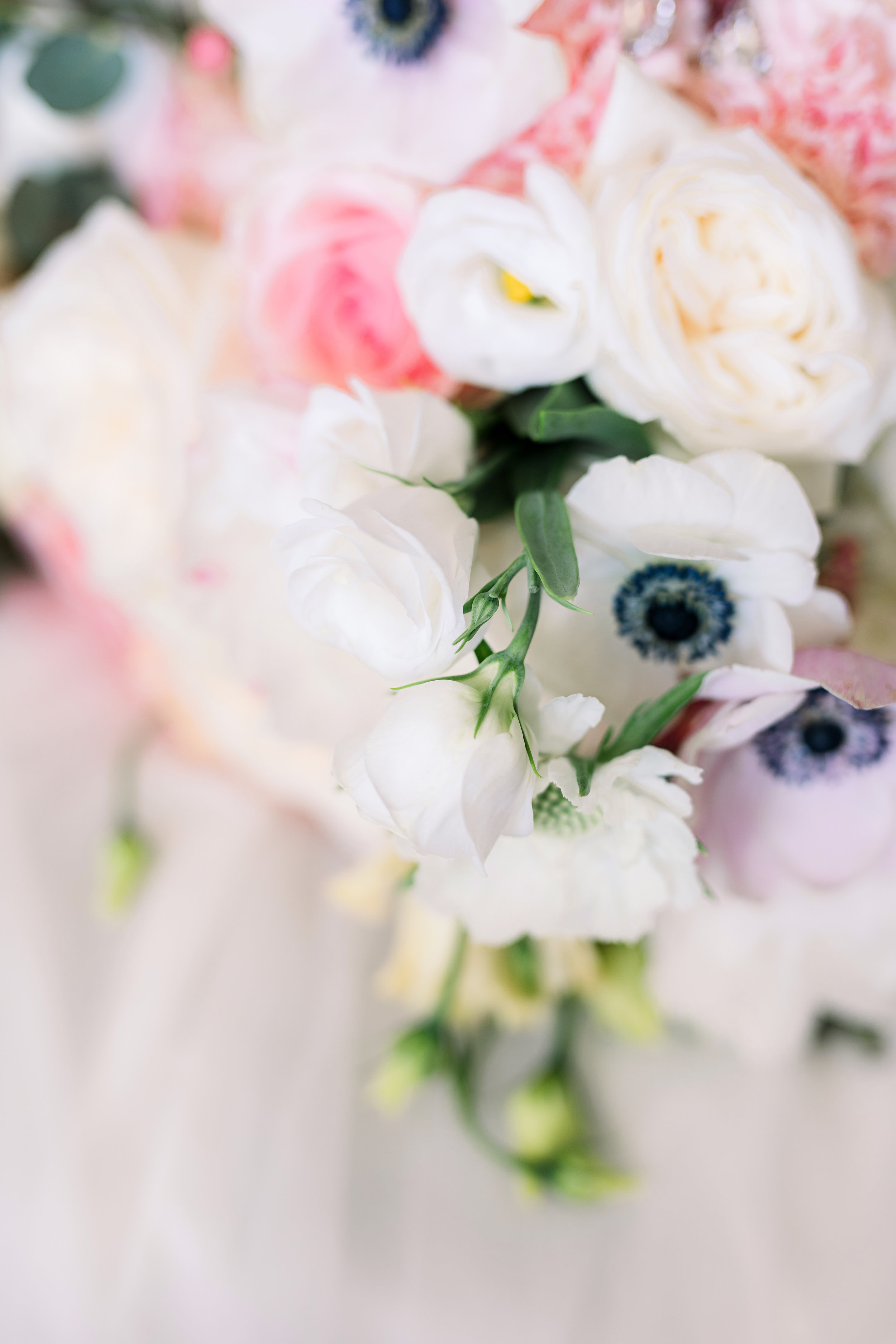 A close up of the bridal bouquet. This one is one of TFG favorites of all time!!