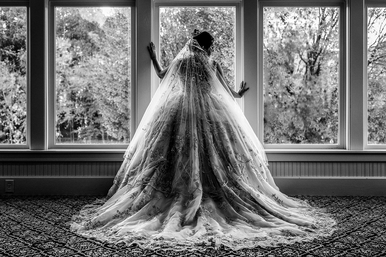 018dramatic-bridal-window.jpg