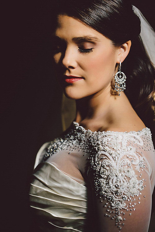 035details-in-wedding-dress.jpg