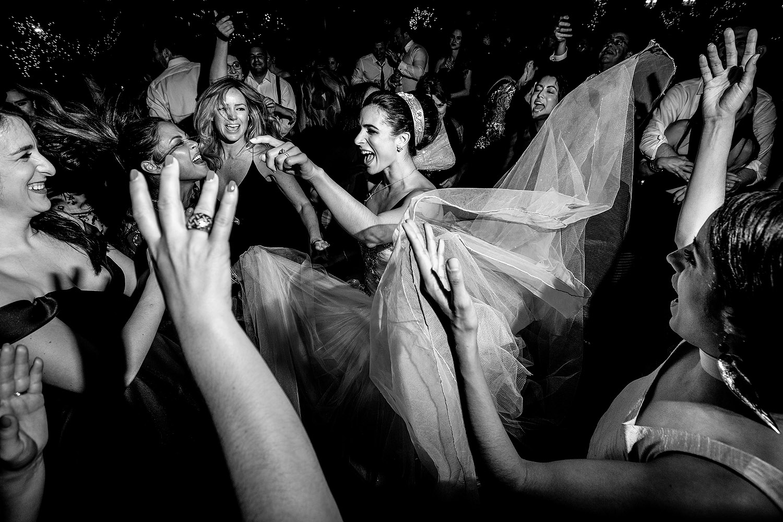 038fun-dancing-photos-reception.jpg