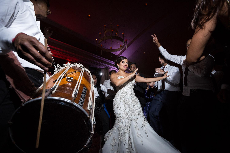 047persian-bride-dancing.jpg