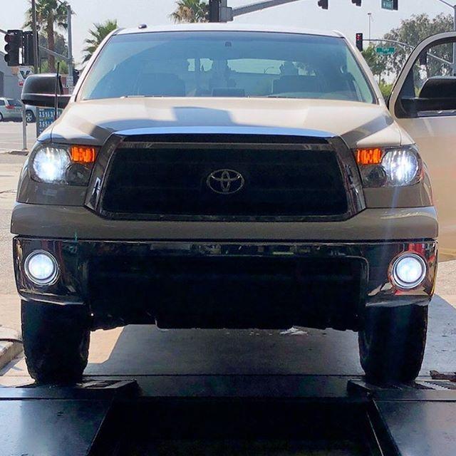 Toyota Tundra 1.jpg