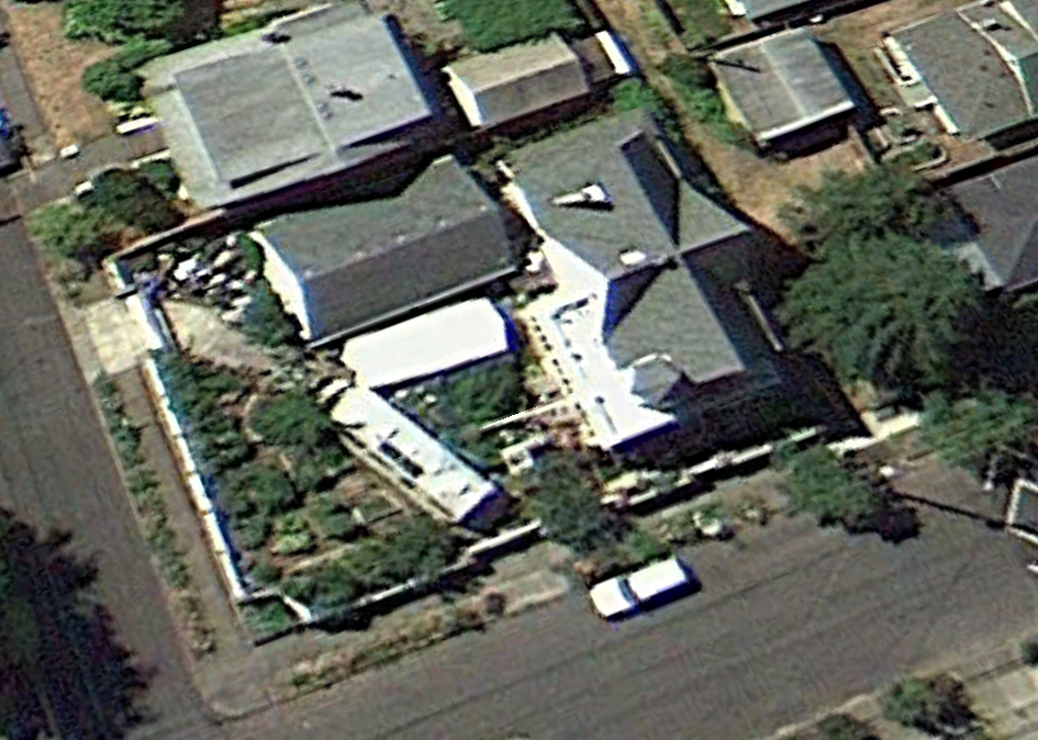 August 2011.  Same story as the next year.  However, I think the vehicle in the front of the house may be the Sprinter Van.  Sometimes the satellite images are difficult to read.  You can't make out the sunroof on the van but that could be a reflectivity issue.
