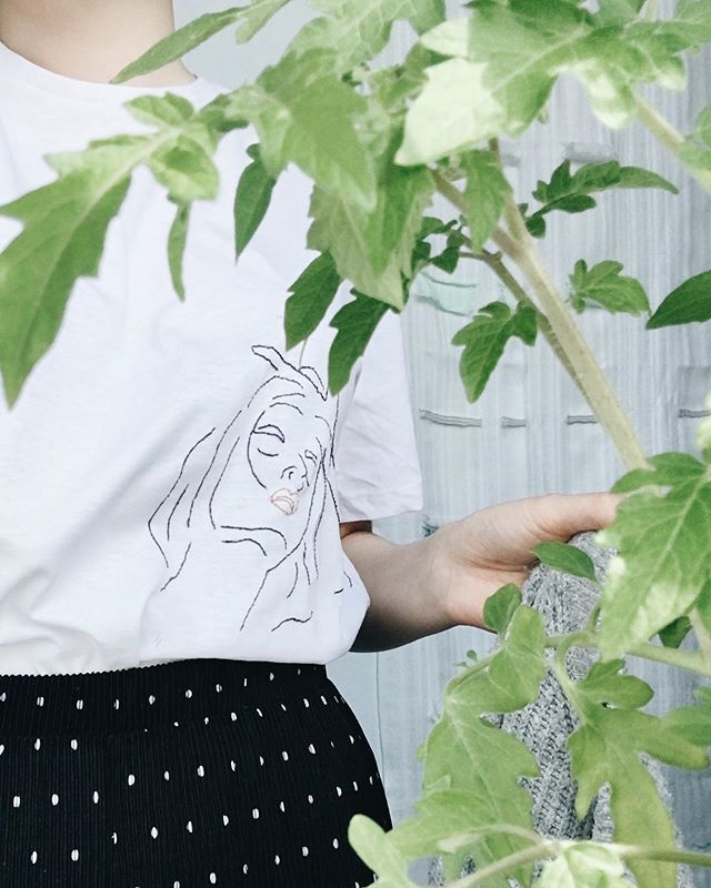I've really been enjoying embroidery at the moment, this is the second T-shirt I have embroidered a self portrait onto. 🌿🌱 I've had a couple of questions if I would start to do commissions and sell the embroidered T-shirt's I'm creating. So if you're interested and want something embroidered onto a T-shirt feel free to drop me a message.  I'm very much enjoying this at the moment and I need a excuse to do it more. . . . #embroidery #tshirt #selfportrait #handmade #craft #textiles #plants #commission