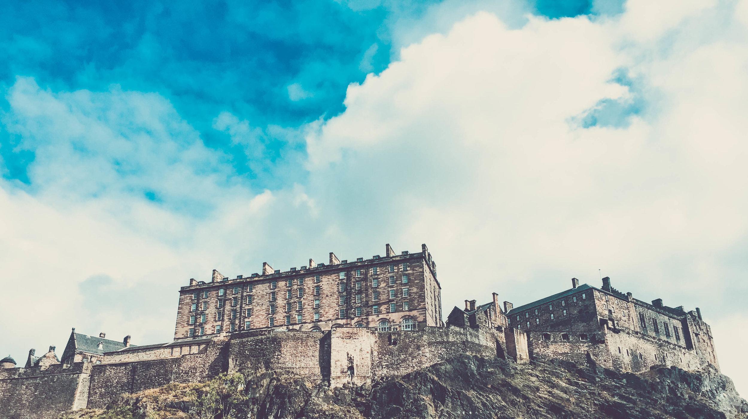 Edinburgh castle from the bottom
