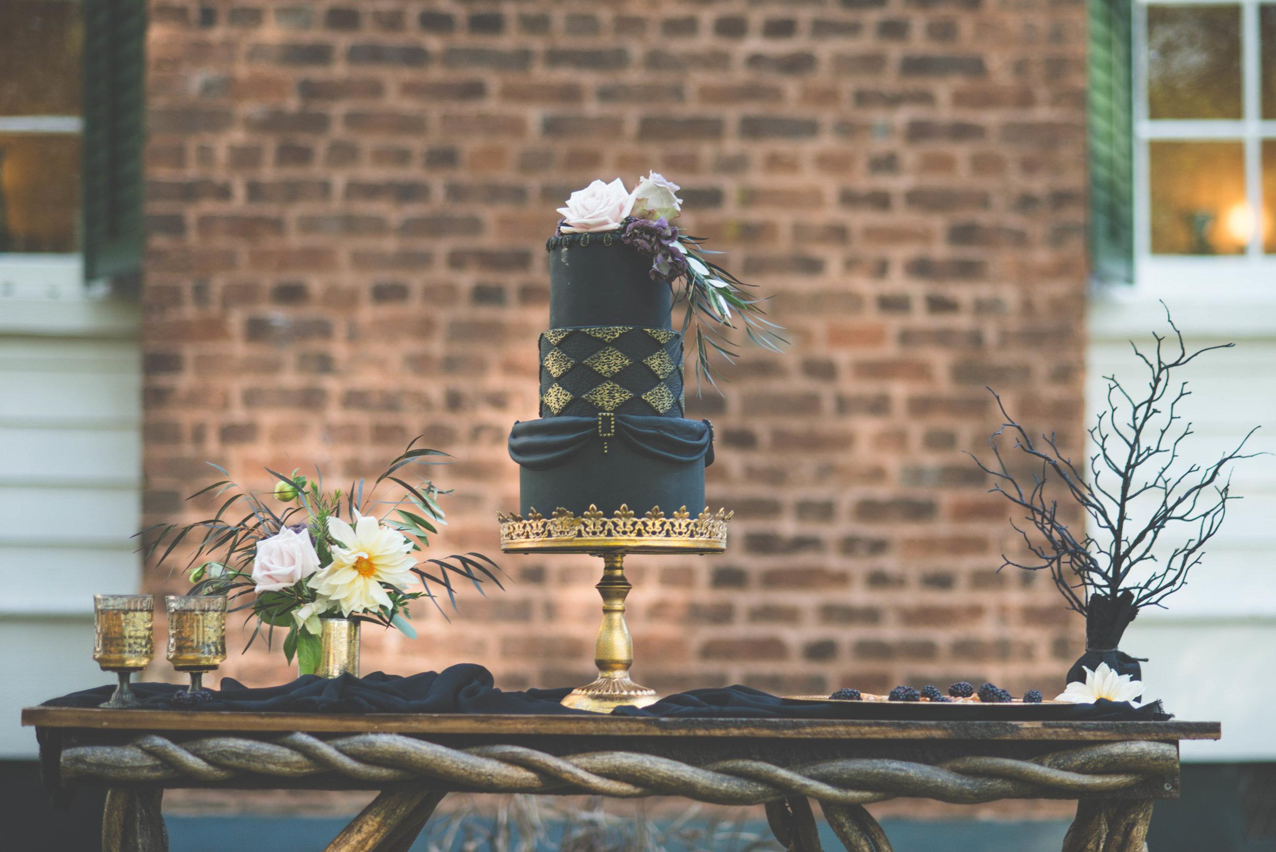Black Cake Table Display