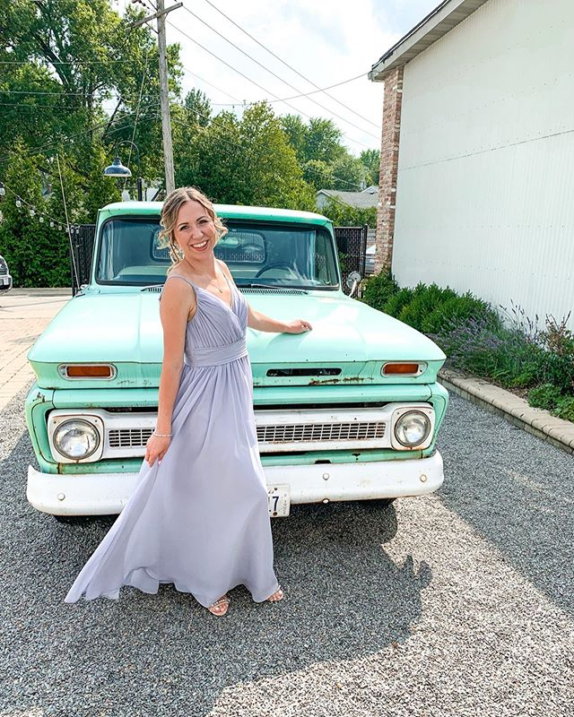 Okay, highly considering trading my SUV for this beauty. I mean... how stinkin cute is this pickup!?
