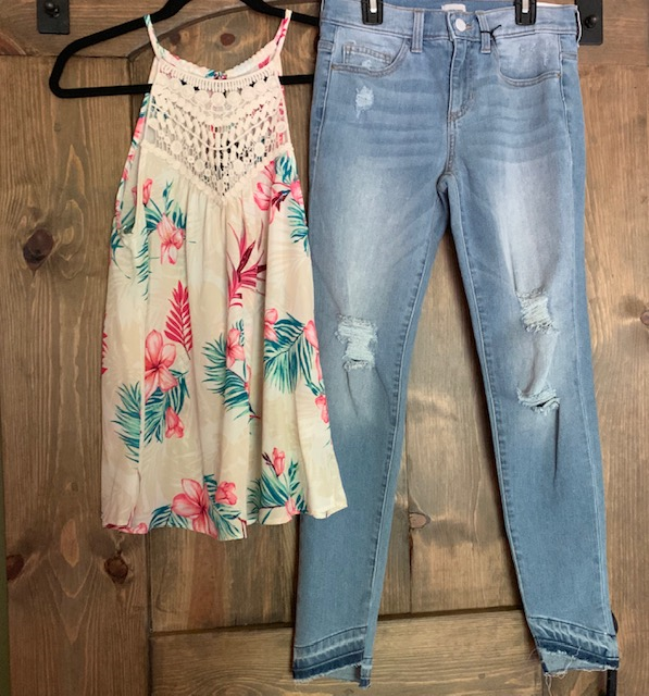 Two beautiful pieces together and on their own! Grab the $32 PS Kate Floral Crochet Tank and/or the $49 Sneak Peak Mid Rise Light Jean from Venue next time you stop by the store!