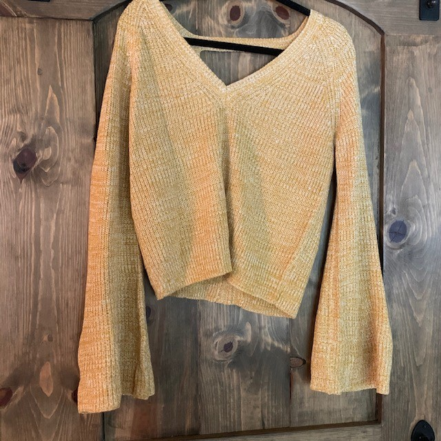 🔔 sleeves for the win! Rock some by picking up the $78 Jack Retro Marigold Sweater at Venue!