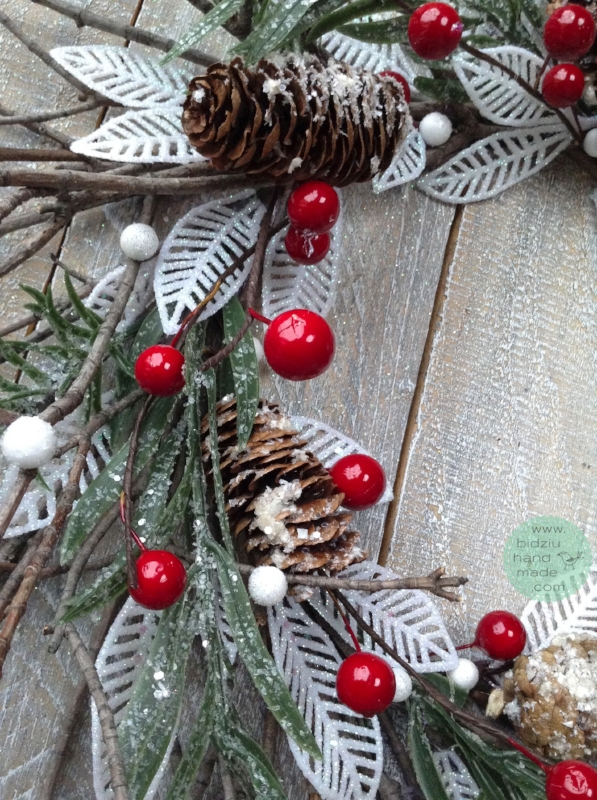 rustic Christmas decoration, handmade rustic holiday decor, handmade rustic Christmas decor, fireplace mantel decor idea, Christmas decor idea, reclaimed pallet wood, reclaimed pallet wood project idea, reclaimed pallet wood DIY, handmade Christmas
