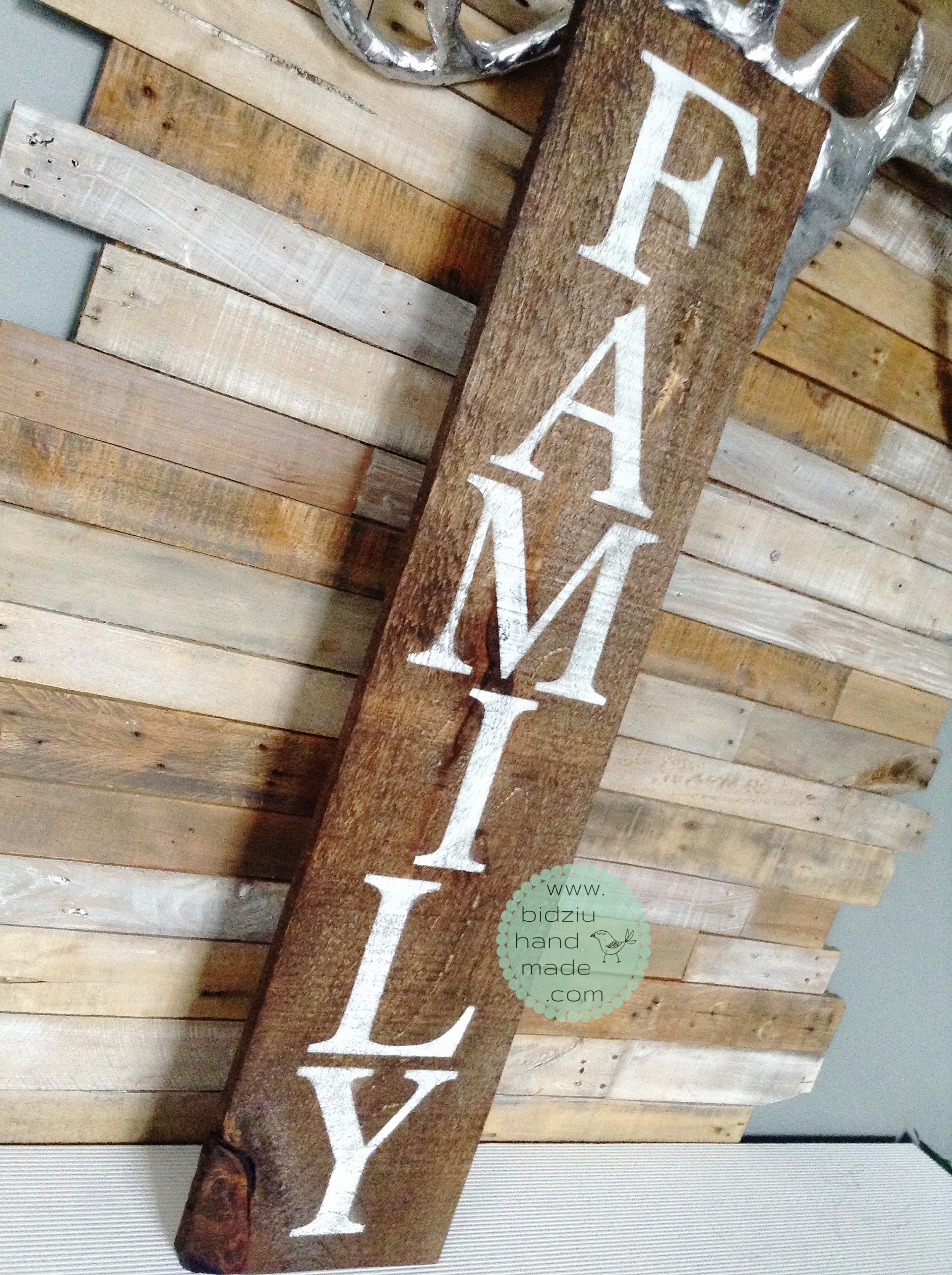 family rustic sign, handmade rustic sign, family wood sign, hand painted rustic sign, handmade family rustic wood sign, painted wood sign, custom made wood sign, rustic home decor, modern home decor, bidziu handmade, bidziu hand made