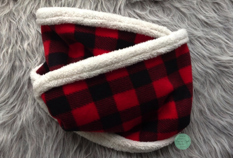 buffalo plaid, buffalo plaid fleece, buffalo plaid scarf and mitts, buffalo plaid winter accessories, red and black, red and black plaid, winter accessories, fashionable winter accessories, stocking stuffer, stocking stuffer ideas, DIY scarf and mittens, sewing, sewing project, warm scarf and mittens, scarf and gloves, infinity scarf, gifts for moms, gifts for sister, gifts for kids, gifts for grandmothers, gifts for wife, gifts for aunts, gift ideas, great gift ideas, winter necessities, sewing with fleece, handmade, handmade fashion, bidziu handmade, bidziuhandmade
