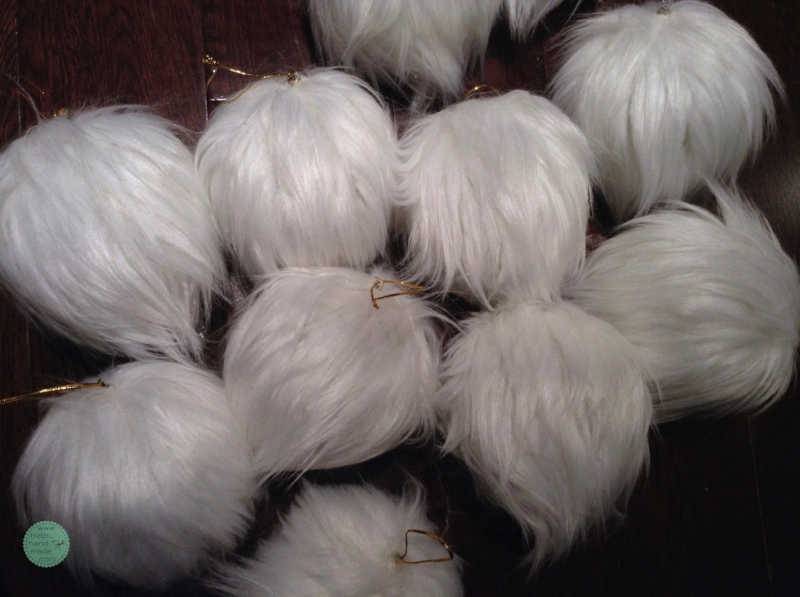 Faux fur ornaments, DIY faux fur ornaments, DIY fur ornaments, DIY fur Christmas balls, faux fur Christmas ornaments, faux fur Christmas balls, white Christmas decorations, DIY Christmas decoration, DIY Christmas decor, glamorous Christmas decor, fur ornaments, fur christmas balls, DIY Christmas project, homemade holiday decor, home made Christmas ornaments, handmade Christmas ornaments, handmade holiday decor, handmade holiday ornaments, handmade tree ornaments, bidziu handmade, bidziuhandmade