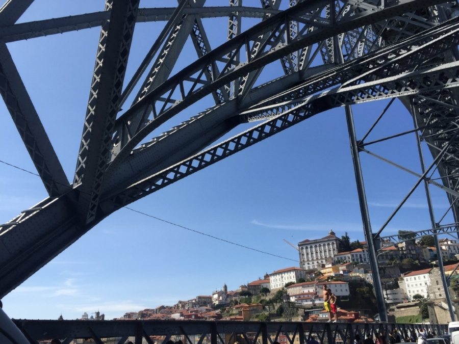 Some fearless locals bridge diving in Porto, Portugal
