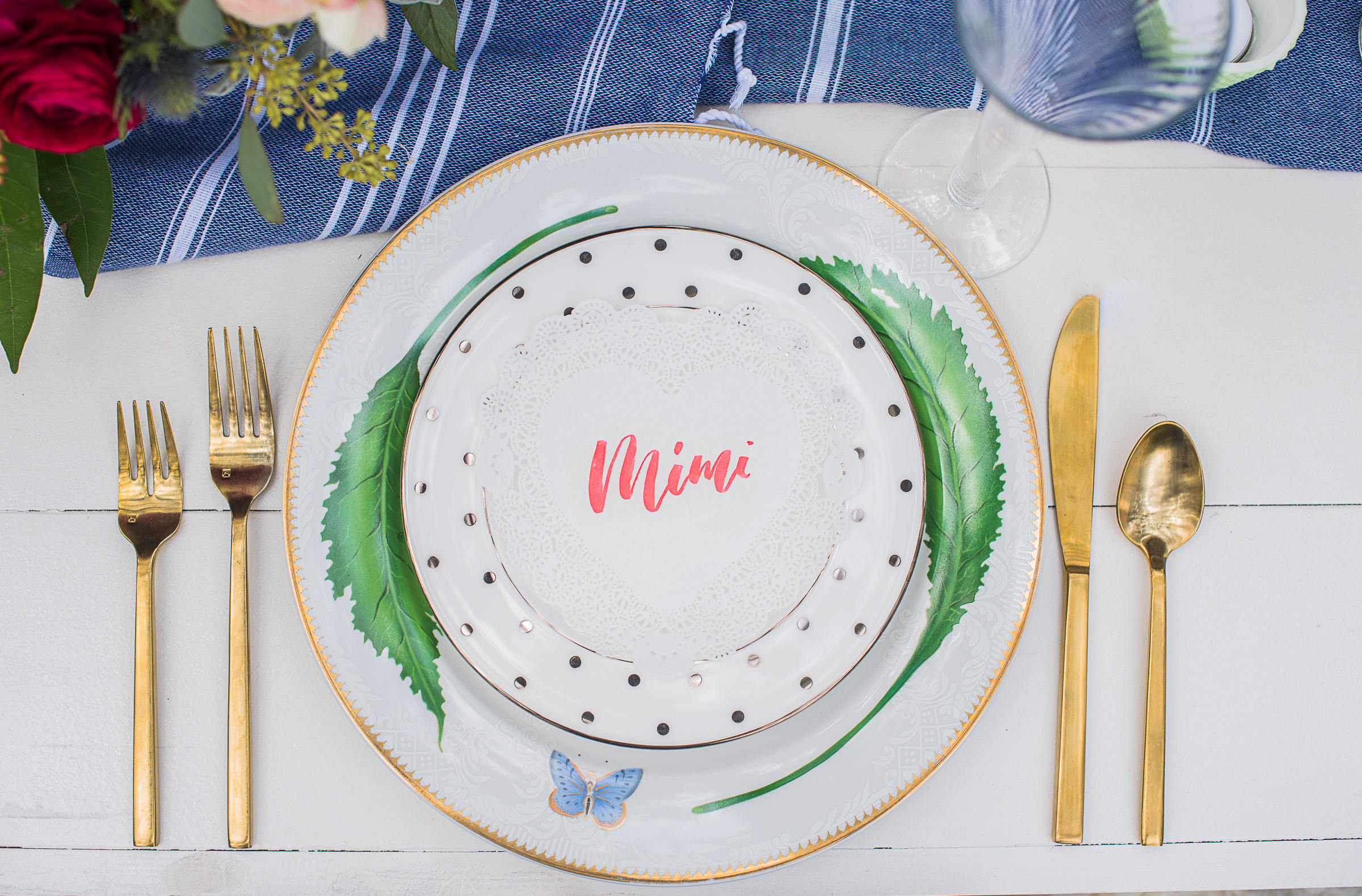 LOVED this gorgeous hand lettered place setting by The Town Serif!