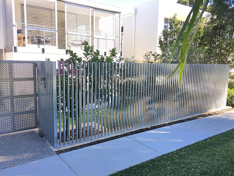 galvanised-steel-fence-vertical.jpg