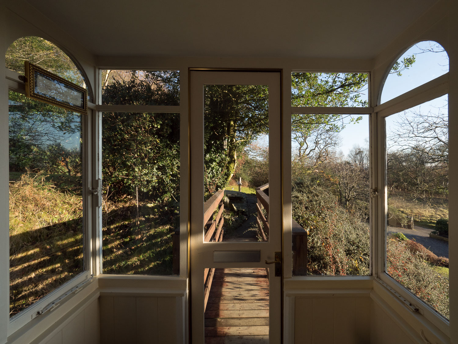 The lounge has a panoramic glass enclosure which on a fine day acts like a light box. A myriad of visiting birds can usually be seen.