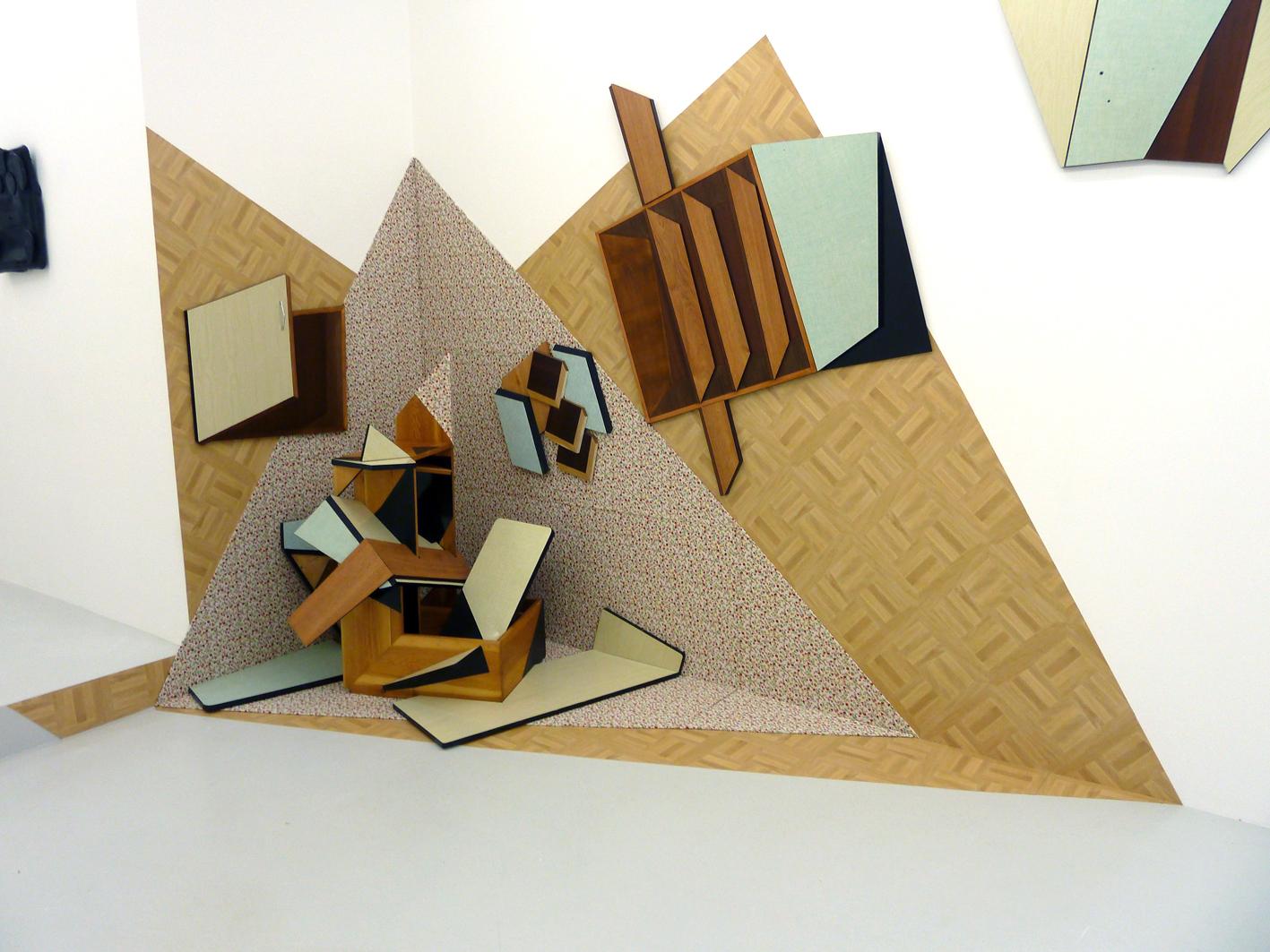 The split corner: Formica furniture, linoleum, wallpaper, wood,chair, table, installation in situ.325x195x125 cm