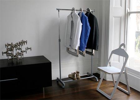 2 в 1 - Ако ви липсва място, но пък имате нужда от всички удобства на съвременното жилище, то тогава този нов хибрид между стол и закачалка би свършил работа.