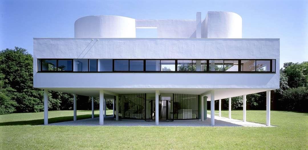 """Емблематичната за средата на миналия век вила """" Savoye """" - архитект Le Corbusier;  фото - интернет"""