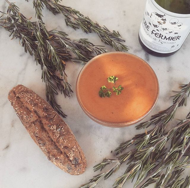 Le froid s'installe, on vous invite à venir vous réchauffer avec nos bonne soupes maison 🤗  Nothing better than soup when it gets cold  #gluten #glutenfree #nogluten #sansgluten #glutenfreelife #lifewithoutgluten #coeliac #glutenfreelife #glutenfreelifestyle #glutenfreefood #glutenfreeliving #organic #bio #glutenfreebread #glutenfreebaguette #glutenfreesoup #soupoftheday