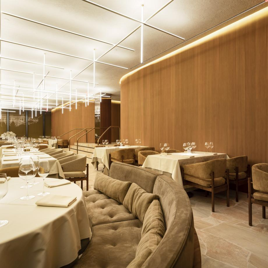 the_four_seasons_dining_room_fernando_guerra.jpg