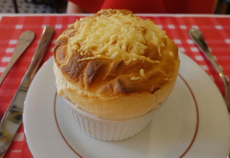 original_Review-La_Cuisine_de_Philippe-Paris-Cheese_Souffle.jpg