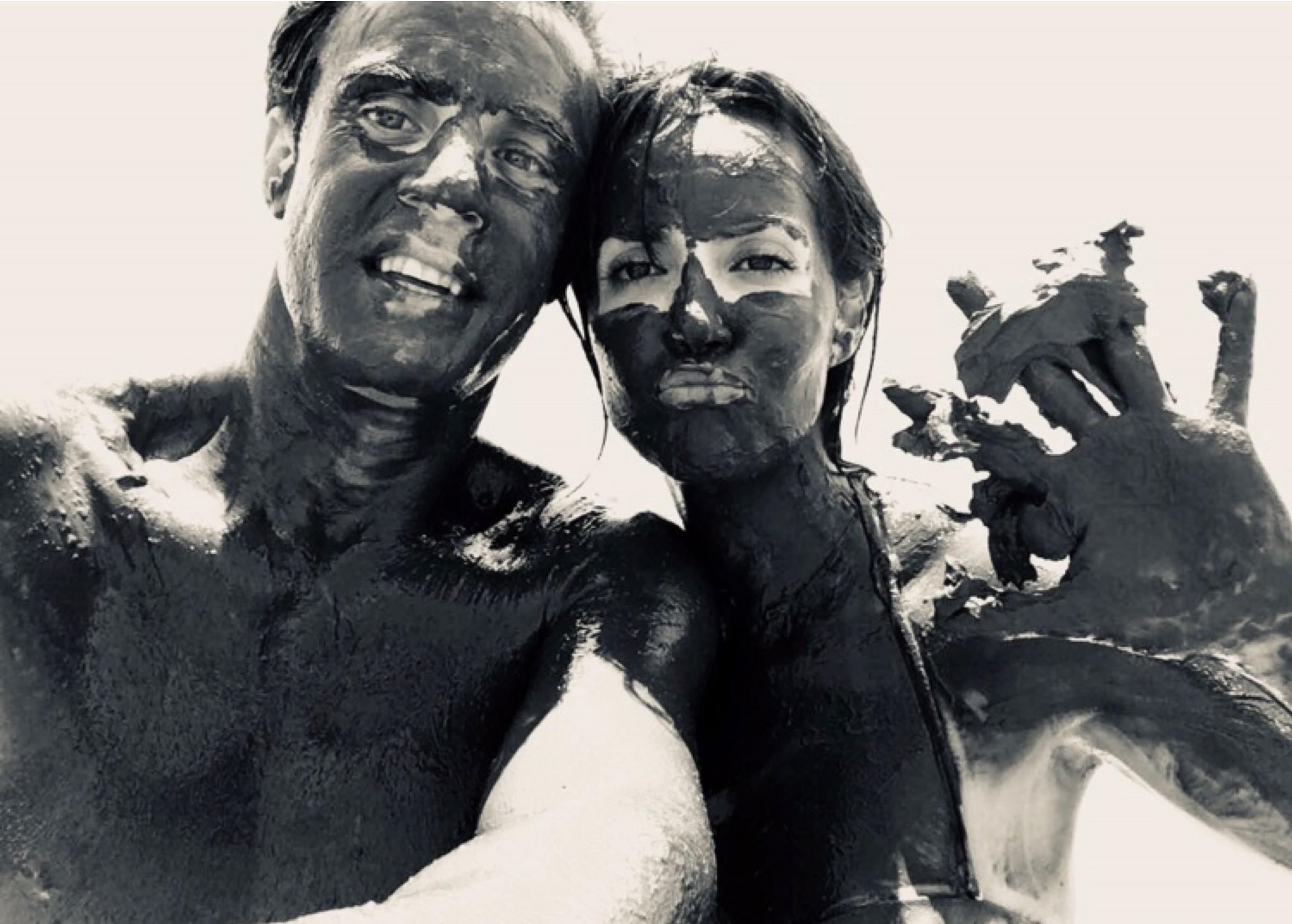 Bañarse en el punto más bajo de la tierra - Envolturas de barro negro y la sensación única en el mundo de flotar en el agua te esperan en el Mar Muerto