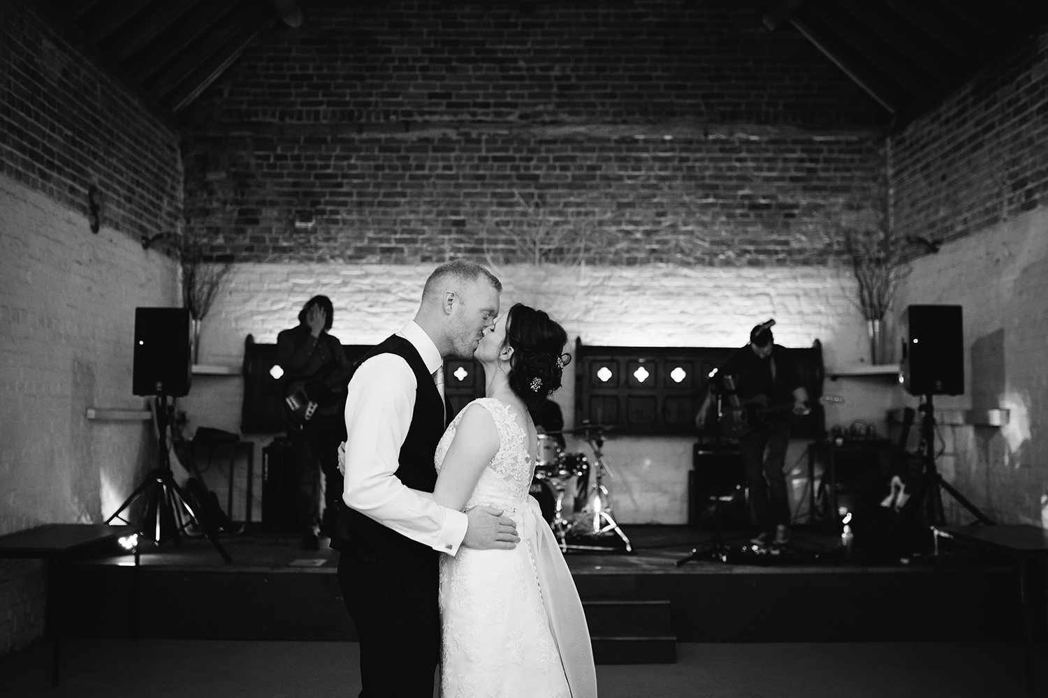 Wedding Photographer Worcester Springhill Barn 089.jpg