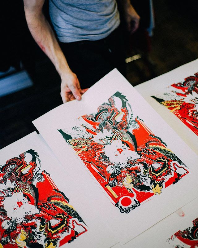 A peak into the process of printing @dalbertdraws 's original artwork!⠀ ⠀ LINK IN BIO.⠀ //⠀ //⠀ //⠀ #WITLY #BYWITLY #WEARWITLY #HAMONT #SHOPHAMONT #HAMILTONISHOME #905 #MADEINCANADA #SHOPCANADIAN #CANADIANMADE #LOCALBUSINESS #ART #GRAPHICDESIGN #PRINT #PRINTLIFE #SCREENPRINT #SCREENPRINTING #EMBROIDERY #CUSTOMTSHIRT #PACKAGINGDESIGN #MERCH #BRANDING #GRAPHICTEE #APPARELDESIGN #FABRICPRINTING #TEXTILES #APPAREL