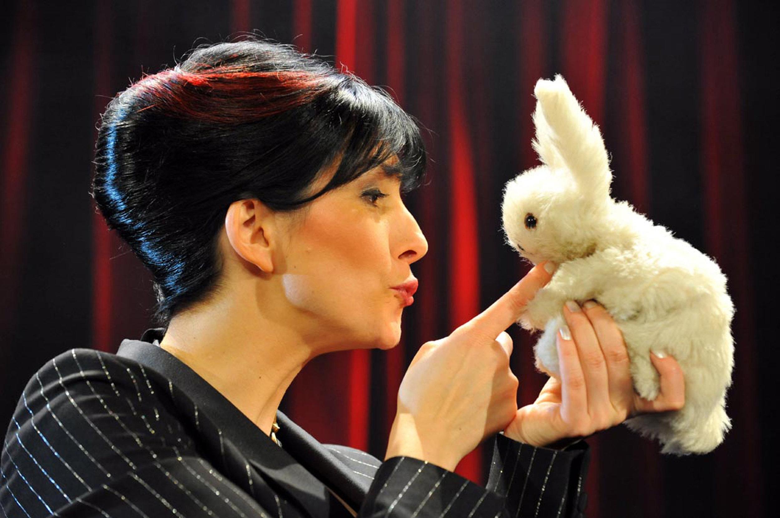 "Michelle Spillner in ihrem Programm ""Alles Lüge - echt wahr!"". Foto: Jörg Puchmüller"